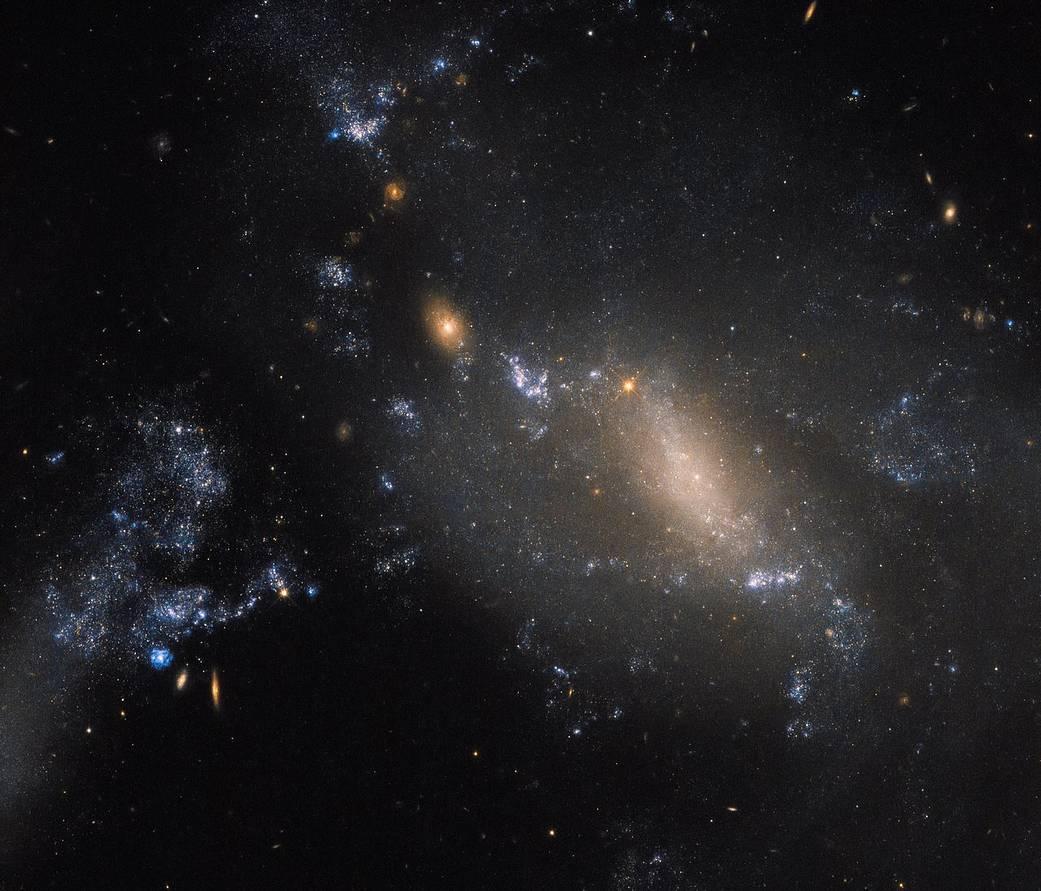 Due galassie interagenti per Hubble