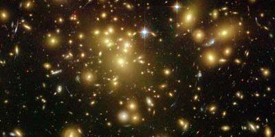 Il destino delle galassie: quando due giganti si scontrano