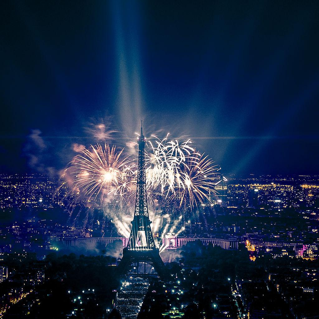 Fireworks_on_Eiffel_Tower_49.jpg