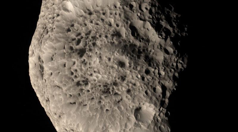 La luna Iperione