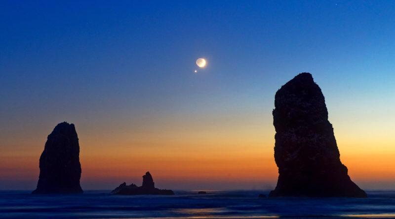 Luna e Venere su Cannon Beach