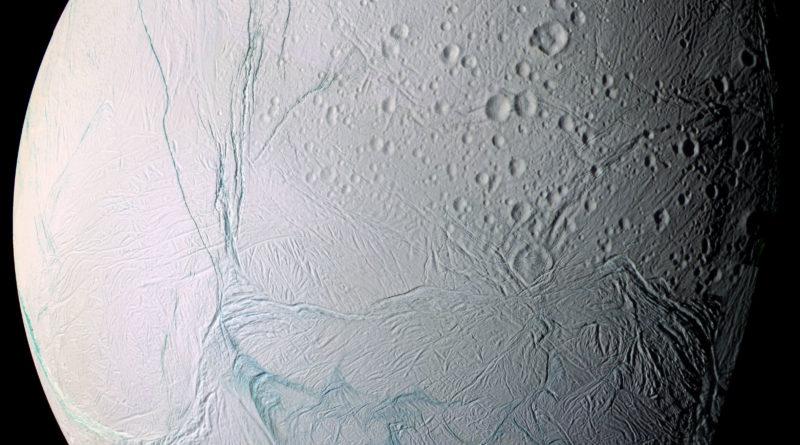 Striature fresche su Encelado