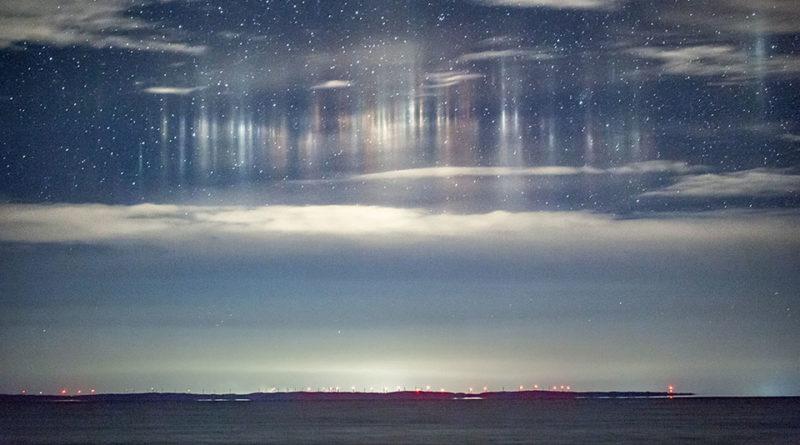 Pillar di luce sulla baia di Whitefish