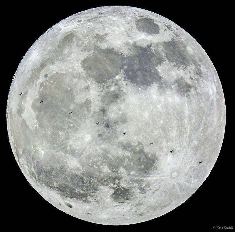 Il passaggio della Stazione Spaziale Internazionale davanti alla Superluna. Fonte: NASA