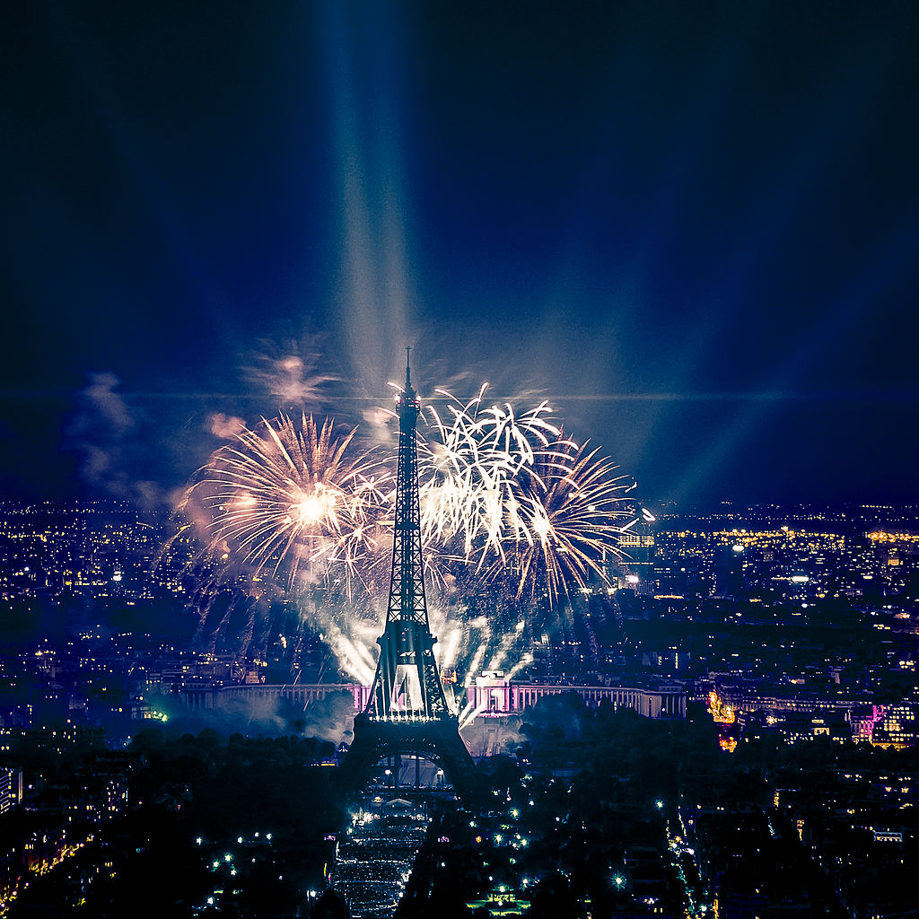 Fireworks_on_Eiffel_Tower_49.jpg