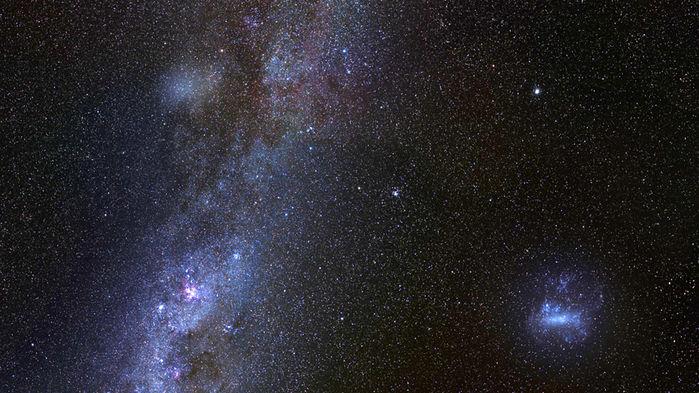 Grande, vicina e stranamente fioca: la Galassia Antlie 2