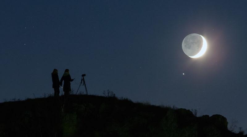 La collina, la Luna, e Saturno